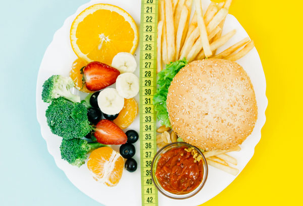 plato de comida con dieta equilibrada